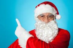 Santa Claus wskazuje daleko od Zdjęcie Stock