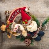 Santa Claus y un muñeco de nieve Fotografía de archivo