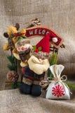 Santa Claus y un muñeco de nieve Imágenes de archivo libres de regalías