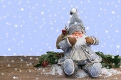 Santa Claus z śnieżnym tłem Zdjęcia Stock