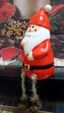 Santa Claus z jego magicznym czarownika kapeluszu aŕnd maguc sfera Fotografia Royalty Free