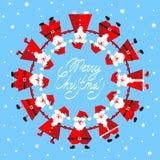 Santa Clauses engraçada no círculo Foto de Stock Royalty Free