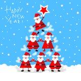 Santa Clauses engraçada que forma a árvore de abeto Foto de Stock Royalty Free