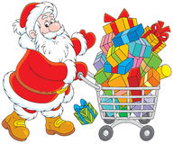 Santa com um carrinho de compras dos presentes Fotos de Stock
