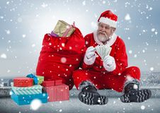 Santa comptant l'argent Photos stock