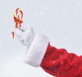 Santa con el bastón de caramelo pasado de moda Imagen de archivo libre de regalías