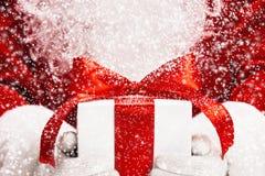 Santa con il regalo Immagini Stock