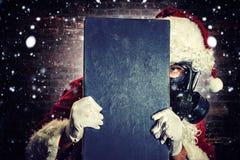 Santa con la maschera antigas Fotografie Stock Libere da Diritti
