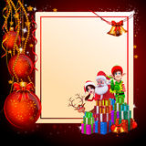 Santa con la muchacha, los duendes y muchos regalos Fotografía de archivo libre de regalías