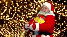 Santa con los presentes almacen de metraje de vídeo