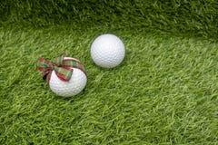 Santa con palla da golf sulla festa di Natale Fotografia Stock Libera da Diritti