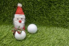 Santa con palla da golf sulla festa di Natale Fotografie Stock Libere da Diritti