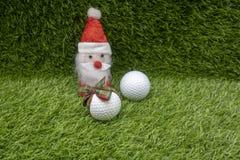 Santa con palla da golf sulla festa di Natale Immagini Stock