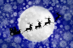 Santa contre la lune en chutes de neige Image stock
