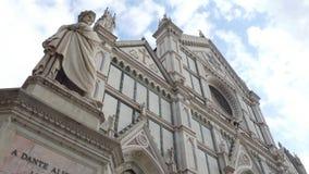 Santa Croce Basilica en el centro de ciudad histórico o Florence Santa Croce di Firenze - Toscana almacen de metraje de vídeo