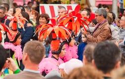 SANTA CRUZ, ΙΣΠΑΝΊΑ - στις 12 Φεβρουαρίου: Συμμετέχοντες παρελάσεων σε ζωηρόχρωμο Στοκ Εικόνες