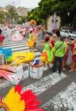 SANTA CRUZ, ИСПАНИЯ - 12-ое февраля: участники подготовляют и assemb Стоковая Фотография
