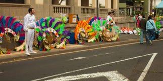 SANTA CRUZ, ИСПАНИЯ - 12-ое февраля: участники подготовляют и assemb Стоковое Изображение