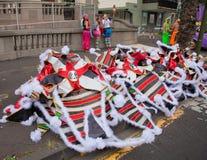SANTA CRUZ, ИСПАНИЯ - 12-ое февраля: участники подготовляют и assemb Стоковое Фото