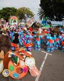SANTA CRUZ, ИСПАНИЯ - 12-ое февраля: paryicipants подготовляют и assemb Стоковые Фото