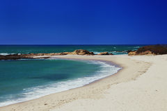 Ακατοίκητη παραλία κοντά σε Santa Cruz Στοκ εικόνα με δικαίωμα ελεύθερης χρήσης