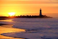 Santa Cruz Breakwater Light Walton Lighthouse ad alba fotografia stock libera da diritti