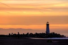 Santa Cruz Breakwater Light Walton Lighthouse no nascer do sol imagens de stock royalty free