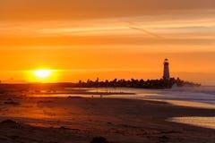 Santa Cruz Breakwater Light & x28; Walton Lighthouse & x29; no nascer do sol fotografia de stock