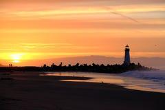 Santa Cruz Breakwater Light & x28; Walton Lighthouse & x29; no nascer do sol fotografia de stock royalty free