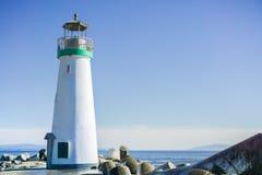 Santa Cruz Breakwater Lighthouse Walton Lighthouse på den Santa Cruz hamnutgången, Kalifornien Arkivfoto