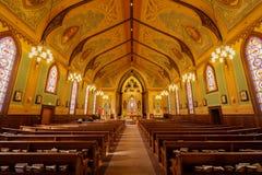 Santa Cruz, California - 24 de marzo de 2018: Interiores de la iglesia católica cruzada santa Foto de archivo libre de regalías