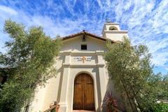 Santa Cruz, California - 24 marzo 2018: Esterno della cappella e del campanile alla missione Santa Cruz Fotografie Stock Libere da Diritti