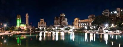 Santa Cruz de Tenerife τη νύχτα Στοκ Εικόνα