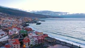Santa Cruz de Tenerife dalej widok z lotu ptaka Candelaria miasto, Atlantycki ocean i bazylika blisko kapitału wyspa -, - zbiory wideo