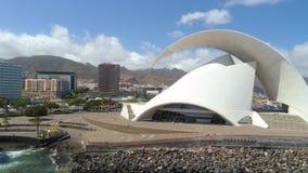 Santa Cruz De Tenerife, Espanha - maio, 18, vista 2018 aérea 'de Auditorio de Tenerife 'de cima de video estoque