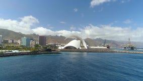 Santa Cruz De Tenerife, Spanien - Mai, 18, 2018 Vogelperspektive von 'Auditorio De Teneriffa 'von oben genanntem stock footage