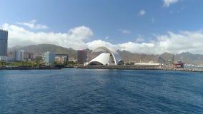 Santa Cruz De Tenerife, Spanien - Mai, 18, 2018 Vogelperspektive von 'Auditorio De Teneriffa 'von oben genanntem stock video