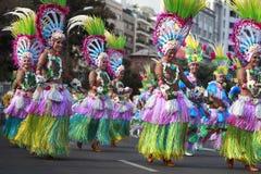 SANTA CRUZ-De TENERIFFA, KANARISCHE INSELN - circa IM FEBRUAR 2018: Karnevalsgruppen und kostümierte Charaktere, Parade durch die lizenzfreie stockfotos