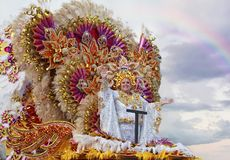 SANTA CRUZ-De TENERIFFA, KANARISCHE INSELN - circa IM FEBRUAR 2018: Karnevalsgruppen und kostümierte Charaktere, Parade durch die lizenzfreies stockfoto