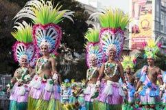 SANTA CRUZ-De TENERIFFA, KANARISCHE INSELN - circa IM FEBRUAR 2018: Karnevalsgruppen und kostümierte Charaktere, Parade durch die lizenzfreies stockbild