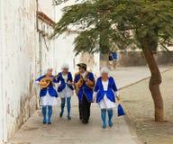 SANTA CRUZ, ESPAÑA - 12 de febrero: los participantes se preparan y assemb Fotos de archivo