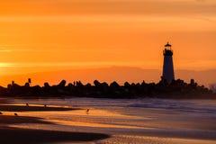 Santa Cruz falochronu światło & x28; Walton Lighthouse& x29; przy wschodem słońca obraz royalty free