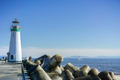 Santa Cruz falochronu latarnia morska, Walton latarnia morska przy Santa Cruz schronienia wyjściem, Kalifornia Obraz Royalty Free