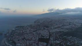 Santa Cruz, Tenerife, Spanje - Mei, 18, 2018: Satellietbeeld van een stadscentrum stock footage