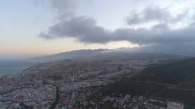 Santa Cruz, Tenerife, Spanje - Mei, 18, 2018: Satellietbeeld van een stadscentrum stock videobeelden