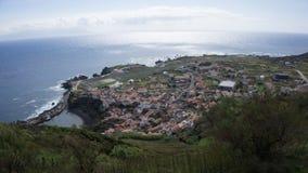 Santa Cruz tun Corvo-Stadtüberblick Stockfotos
