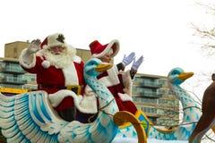 Santa dans Sleigh dans le défilé de Philly Photo stock