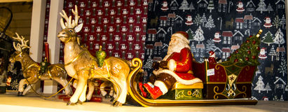 Santa decorata sulla slitta Fotografia Stock