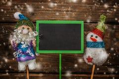 Santa e boneco de neve com o cartão preto livre Fotos de Stock