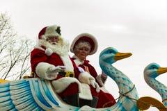 Santa e a Sra. trenó de n em Philly desfilam Foto de Stock